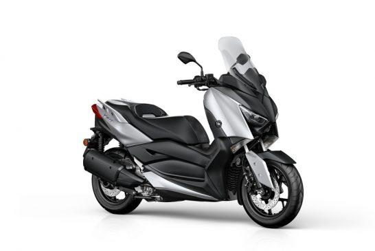 2018-Yamaha-XMAX300-EU-Blazing_Grey-Studio-001-03