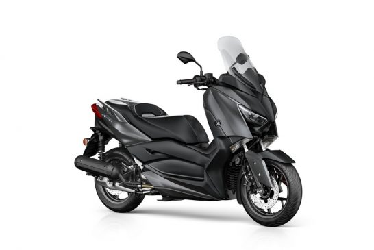 2019-Yamaha-XMAX125-EU-Sonic_Grey-Studio-001-03