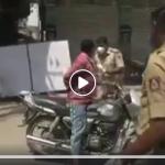 Coronavirus - Inde : La police chasse les motards coup de bâton !