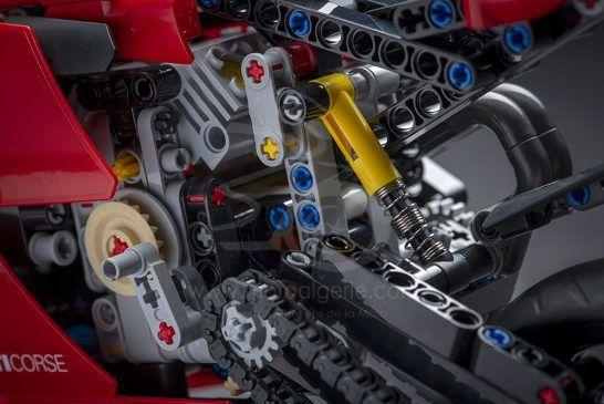 08_Ducati Panigale V4 R LEGO_ Technic__UC154217_Low