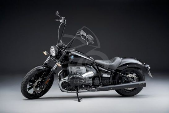 P90386362_lowRes_the-bmw-r-18-04-2020