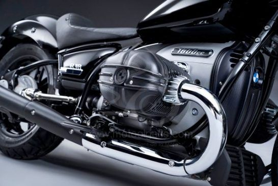 P90386365_lowRes_the-bmw-r-18-04-2020