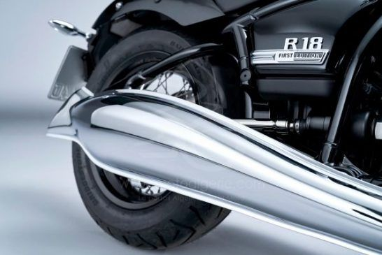 P90386428_lowRes_the-bmw-r-18-first-e
