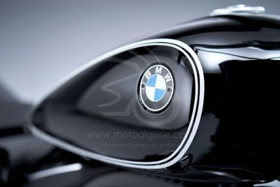 P90386433_lowRes_the-bmw-r-18-first-e