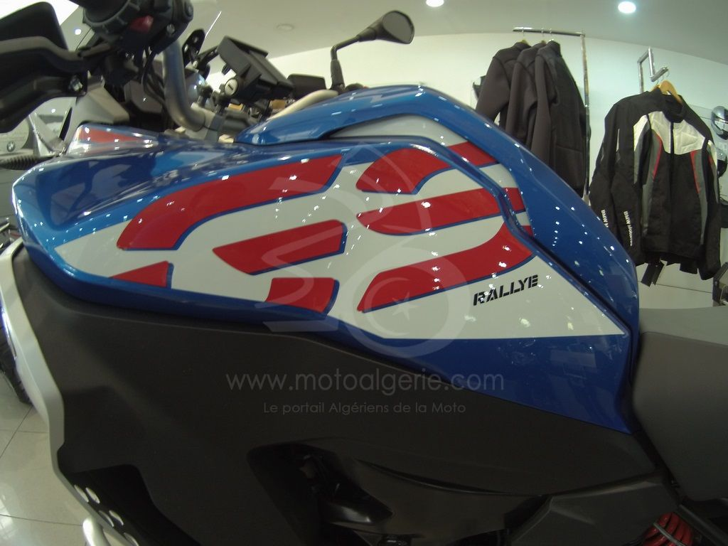 """BMW Motorrad célèbre les 40 ans des modèles """" GS """", un concept qui a changé le monde de la moto"""