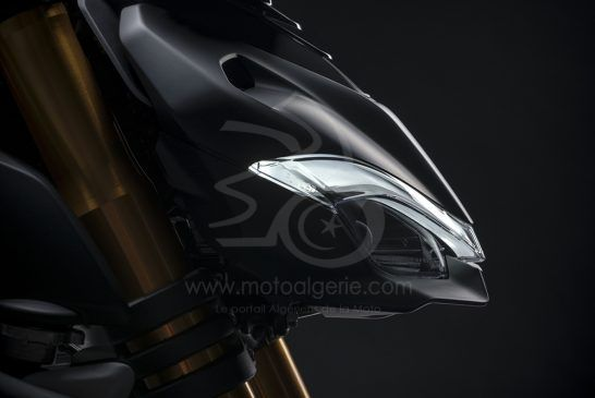 06_MY21_DUCATI_STREETFIGHTER_V4S_UC202885_Low