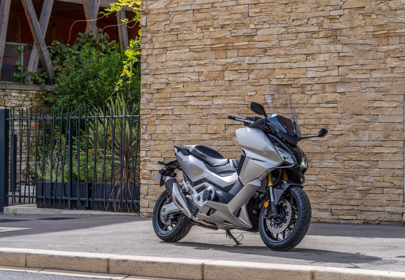 Honda dévoile le nouveau maxi scooter FORZA 750 2021 !