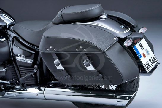 P90401855_lowRes_the-bmw-r-18-classic