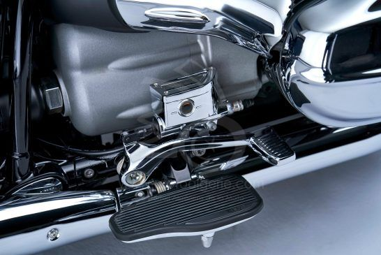 P90401861_lowRes_the-bmw-r-18-classic