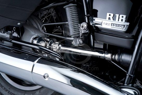 P90401866_lowRes_the-bmw-r-18-classic