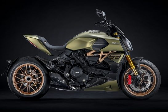 Diavel-lambo-MY21-01-Overview-Gallery-1920x1080