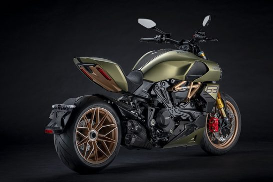 Diavel-lambo-MY21-06-Overview-Gallery-1920x1080