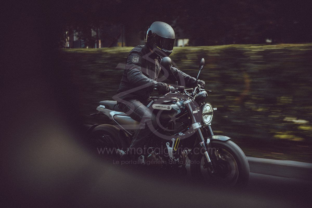 HUSQVARNA MOTORCYCLES ÉLARGIT SA GAMME AVEC LA TOUTE NOUVELLE SVARTPILEN 125