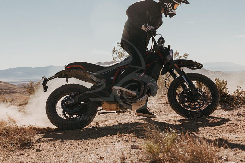 Desert Sled Fasthouse : une édition limitée de Ducati Scrambler pour célébrer la victoire dans le Mint 400