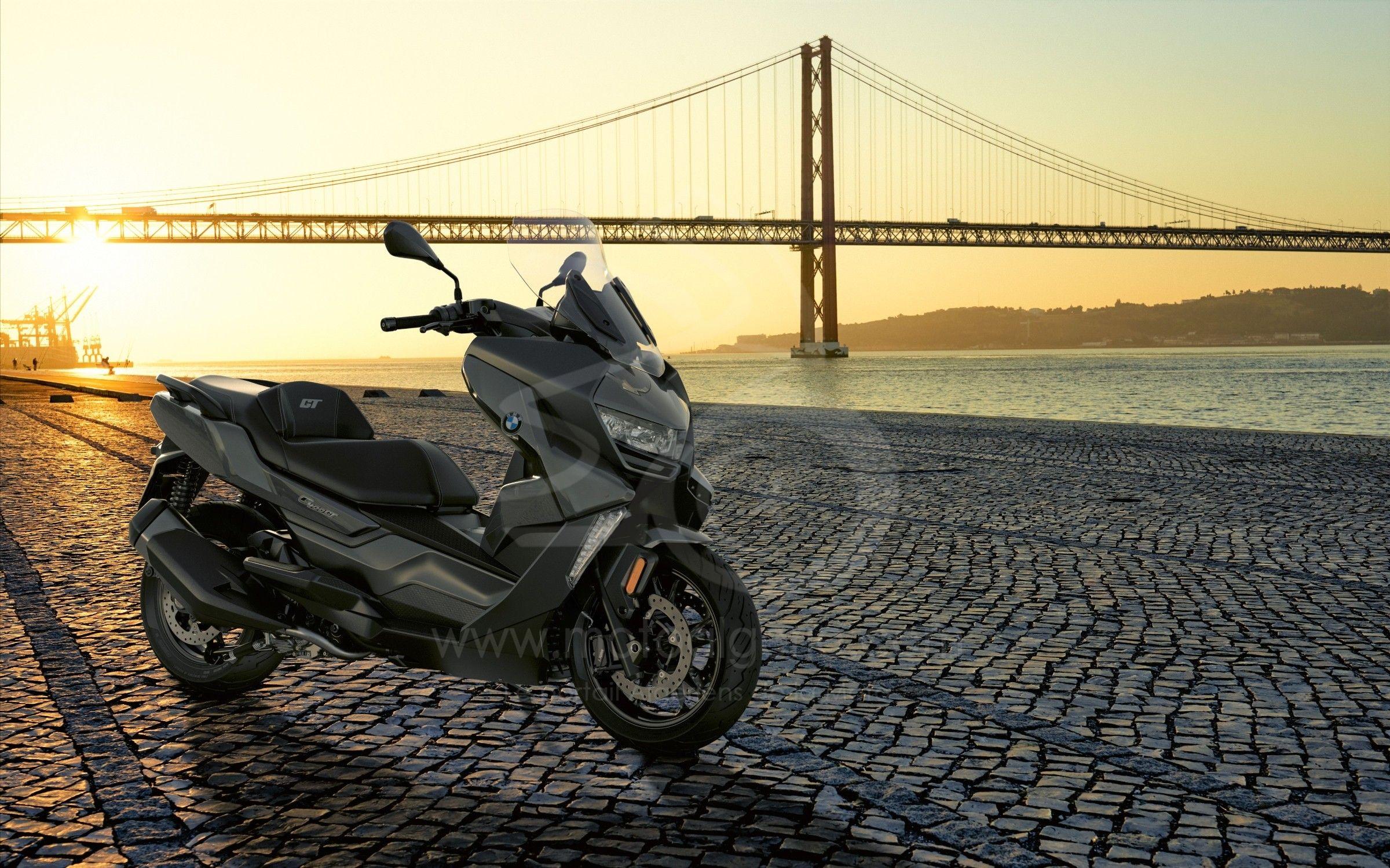 BMW Motorrad présente les nouveaux BMW C 400 X et C 400 GT