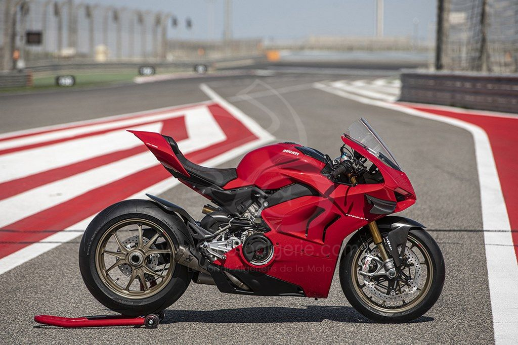 La Panigale V4 est prête à affronter n'importe quel circuit avec les accessoires Ducati Performance