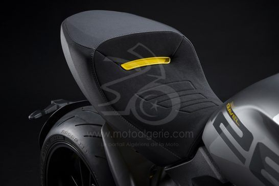 MY22_Ducati_Diavel_1260_S_01 _12__UC293419_Low