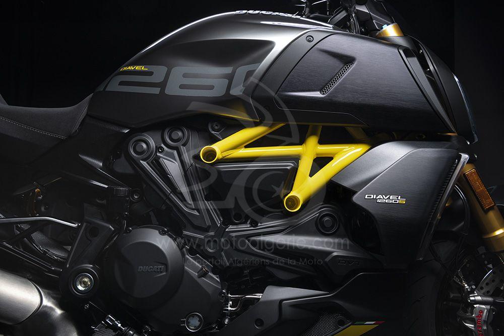 """Ducati présente une nouvelle version """"Black and Steel"""" du Diavel 1260 S"""
