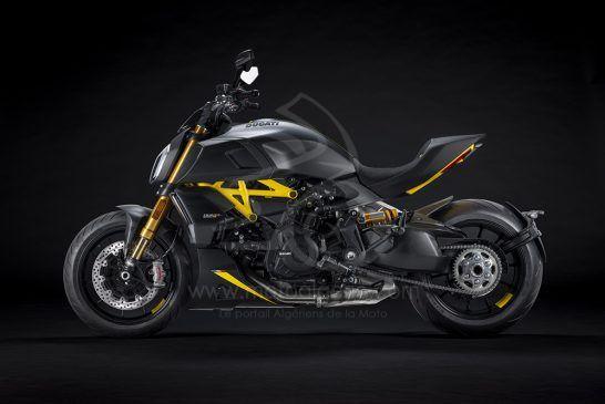 MY22_Ducati_Diavel_1260_S_01 _3__UC293429_Low