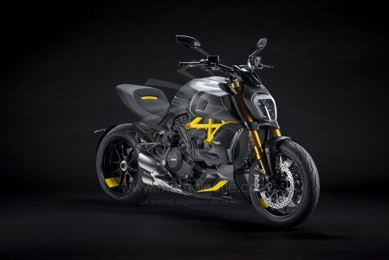 MY22_Ducati_Diavel_1260_S_01 _4__UC293430_Low