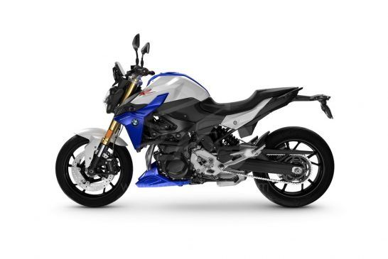 P90427081_BMW F 900 R - Light white Racing blue met.Racing red (Style Sport)