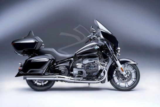 P90431031_lowRes_the-new-bmw-r-18-tra