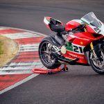 Ducati : La production de la Panigale V2 Bayliss 1st Championship 20th Anniversary a démarré à Borgo Panigale.