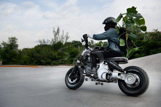 P90434018_lowRes_bmw-motorrad-concept