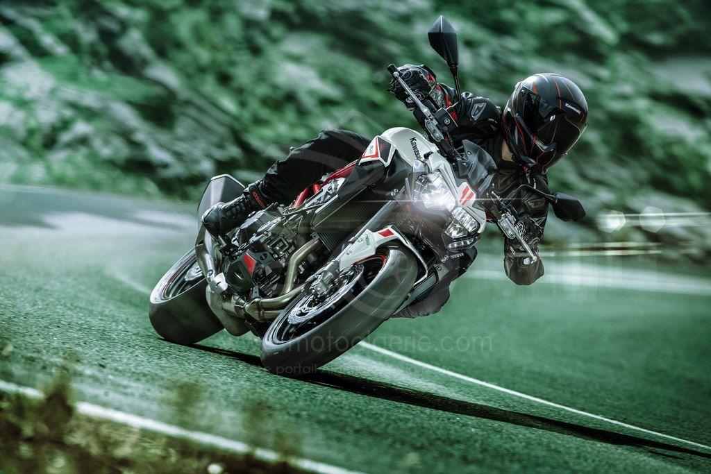 La Kawasaki Z900 s'élance vers la saison 2022